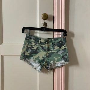 Tractr girls camo shorts Great condition worn once